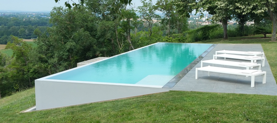 piscine sur terrain en pente latest piscine laon design piscine pente terrain lyon piscine. Black Bedroom Furniture Sets. Home Design Ideas