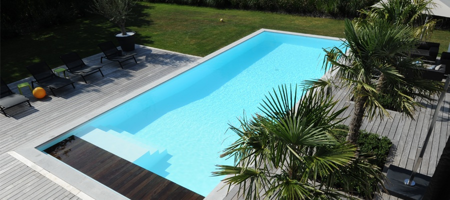 Everblue l inspiration la piscine traditionnelle par for Piscine traditionnelle