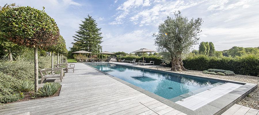 Everblue piscine couloir de nage saint martin des champs for Piscine everblue